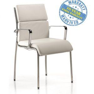 Konferencijska stolica u bez boji sa rukonaslonima.