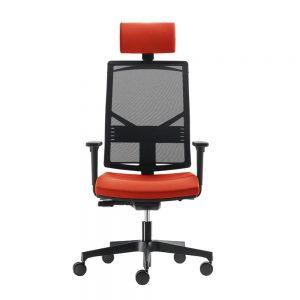 Radna stolica u crnoj boji sa naslonom za glavu i tockicima.