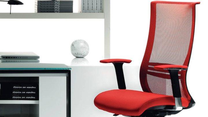 Moderna kancelarijska stolica