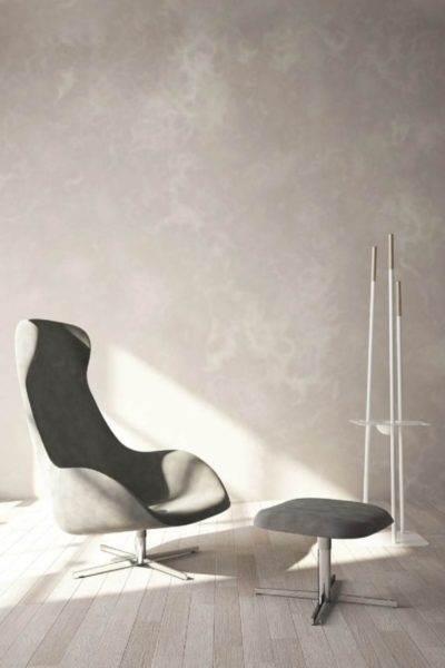 fotelja u minimalističkom stou