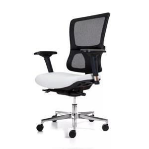 crna kancelarijska stolica sa belim sedišnim delom